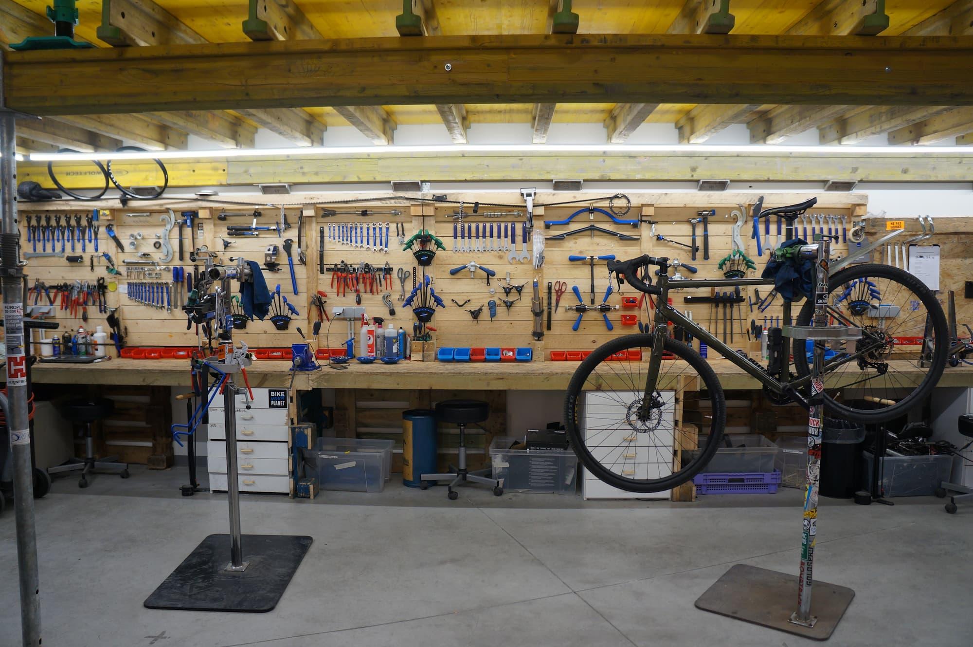 bike your planet atelier de réparation vélo be-here à Laeken
