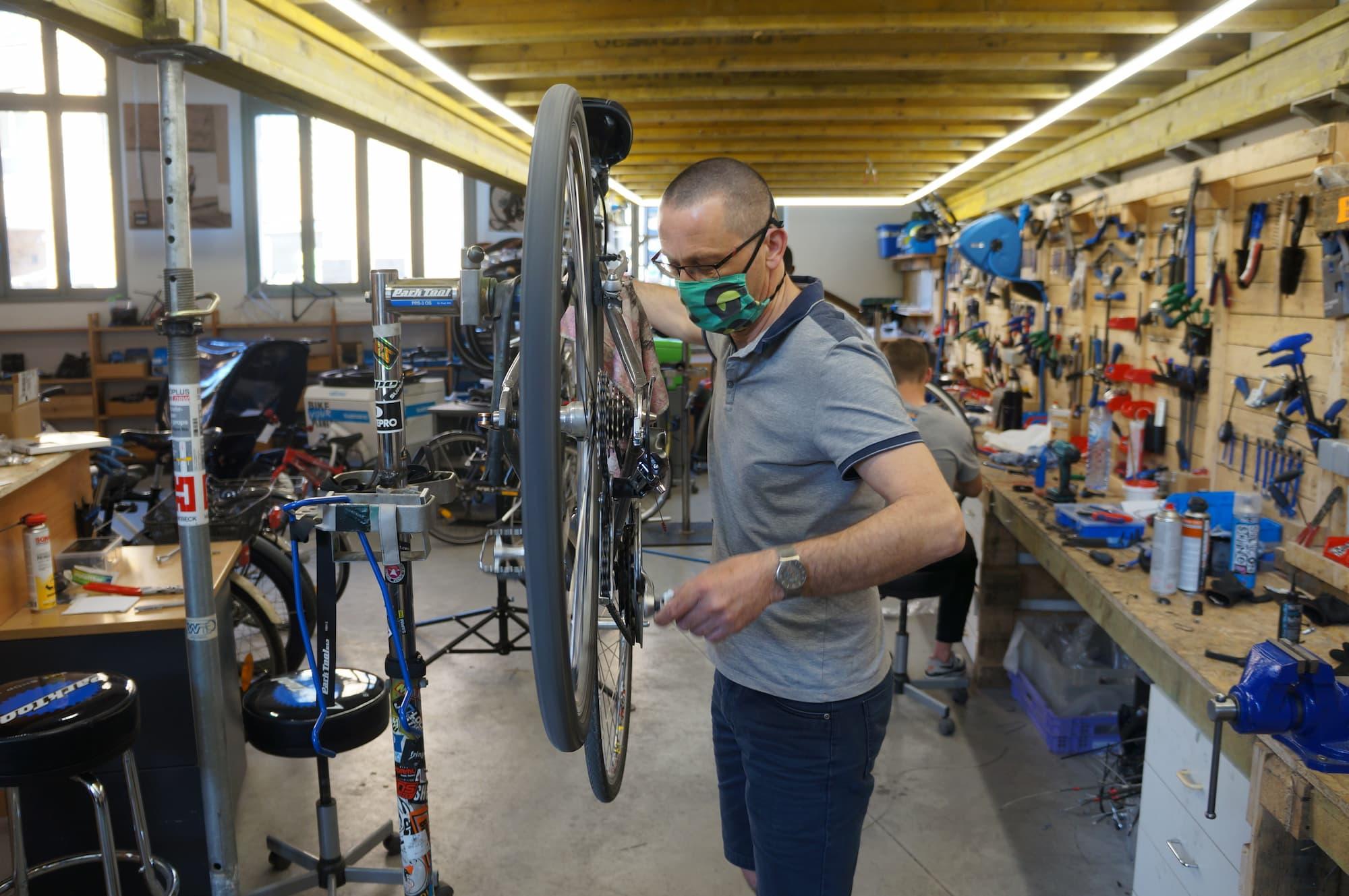 Bike Your Planet atelier de réparation contrôle des freins entretien
